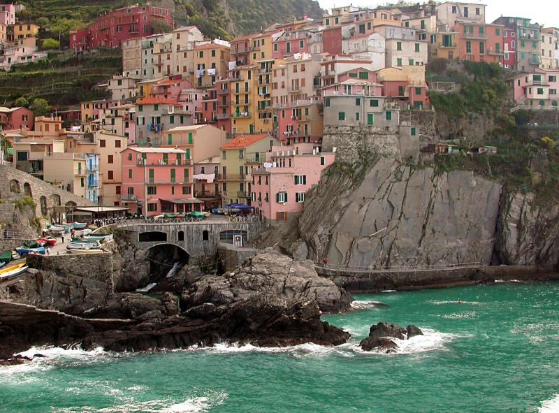 Monterosso al Mare Crystalline water, plentiful restaurants and small hotels